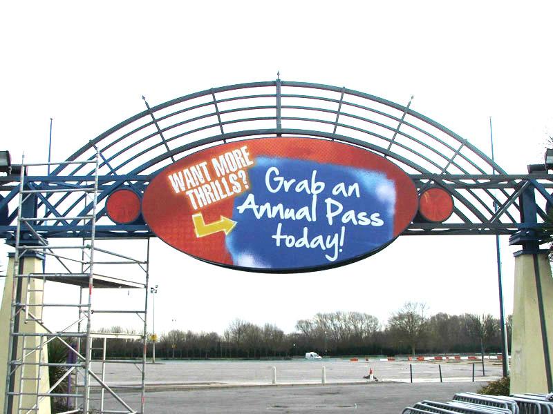 Thorpe Park signs